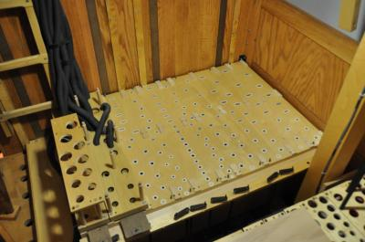 Clean: Pedal chest table